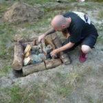 Schwitzhütte - Feuer aufschichten