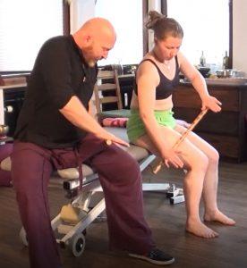 Übungen mit dem Therapiestock